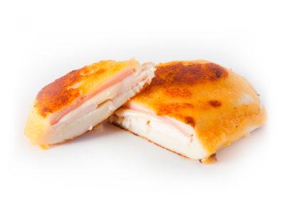 Pechugas con bechamel y jamón y queso